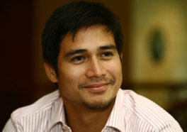 image of a smiling Piolo Pascual, borrowed from andronico.wordpress.com