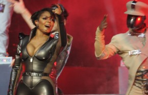 Janet Jackson dedicates a song to the Philippines