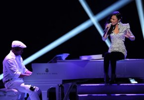 Supposedly eliminated Jessica Sanchez stutters, saved by American Idol judges