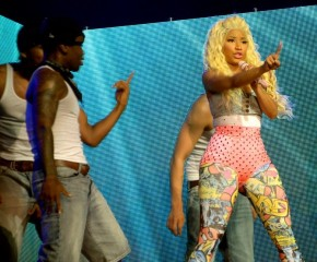 Nicki Minaj paints MOA Arena pink