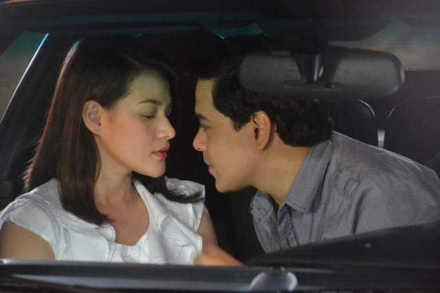 John Lloyd Cruz kissing Bea Alonzo