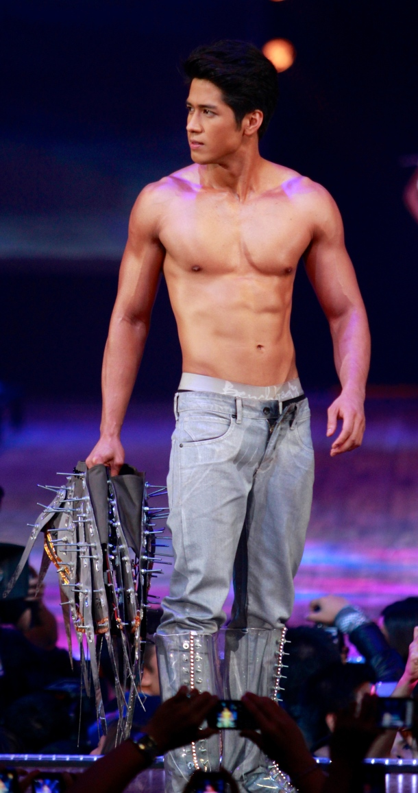 Aljur Abrenica shirtless