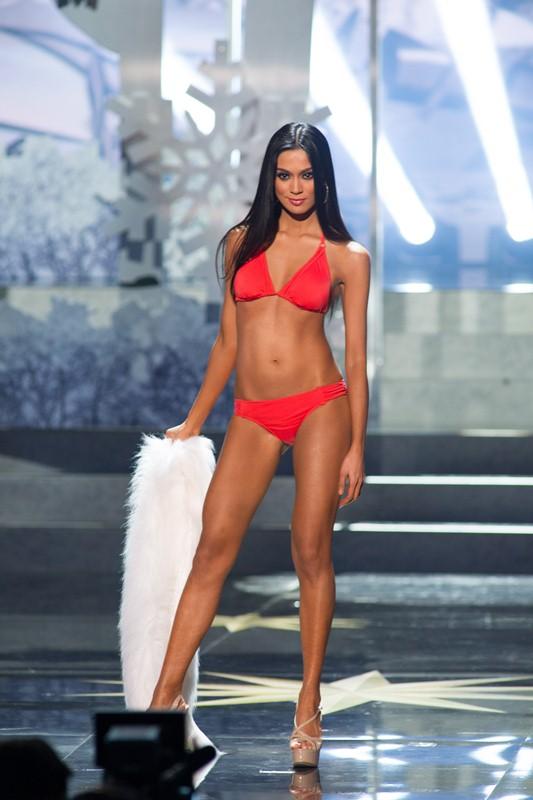 Ariella Arida in her sexy bikini